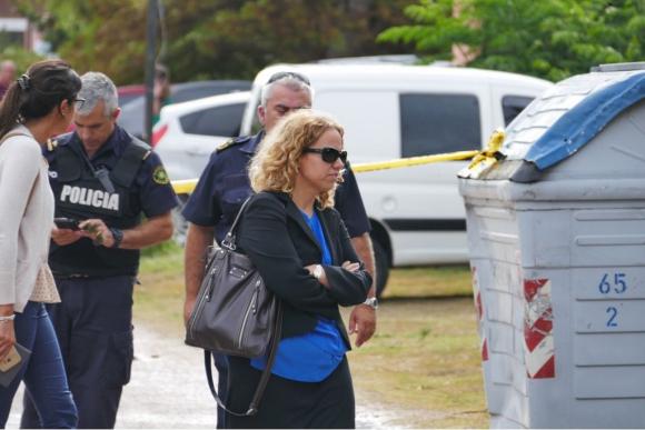 La fiscal del caso, Sabrina Flores, llegó al lugar donde encontraron el botín. Foto: Ricardo Figueredo