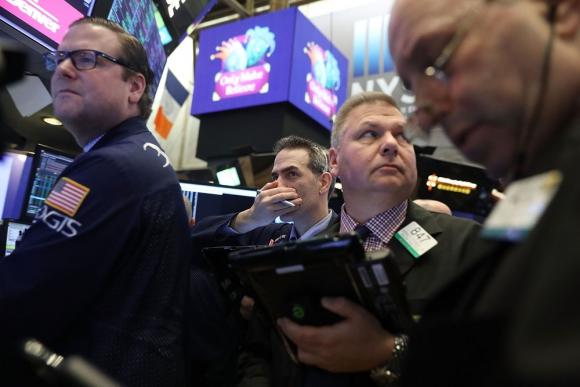 La alta volatilidad en los precios de las acciones provocó ventas y caída de ellas. Foto: AFP