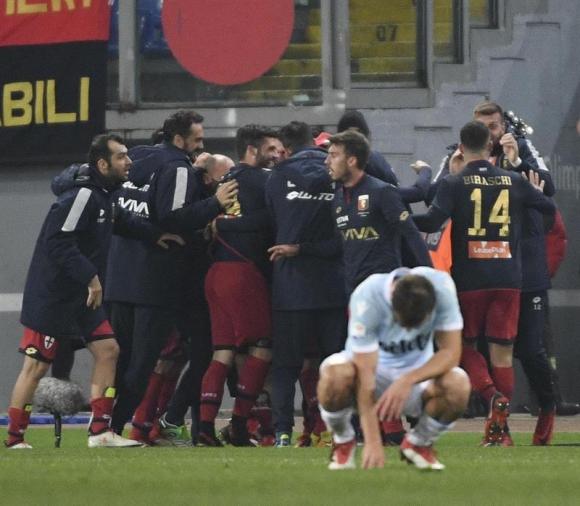 El festejo del Genoa por el gol de Laxalt. Foto: EFE
