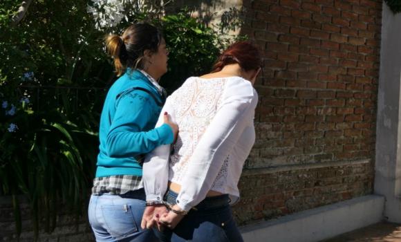 La mujer es llevada a declarar ante la Justicia. Foto: Ricardo Figueredo