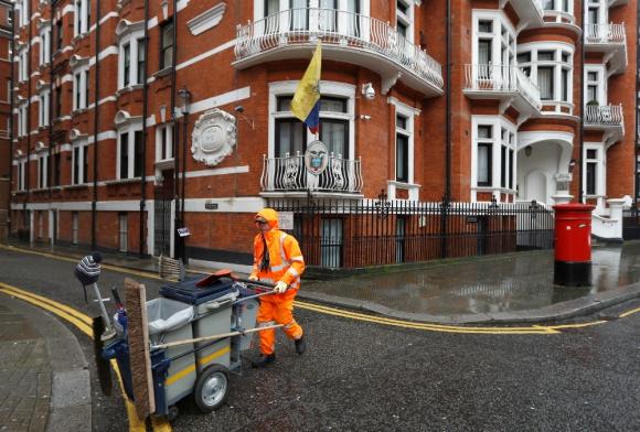 Así se ve la embajada de Ecuador en la previa de la decisión de la justicia británica. Foto: Reuters.