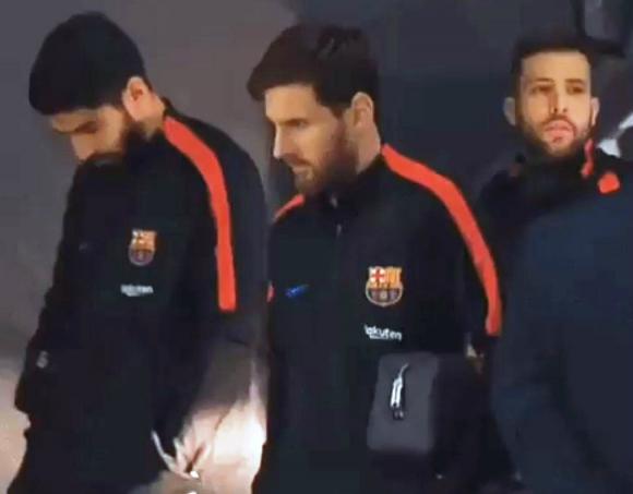 La resolución de problemas de Suárez, Messi y Alba enloquece a las redes sociales Foto: Captura.