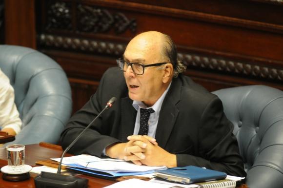 Marcos Carámbula en el Parlamento. Foto: Francisco Flores.