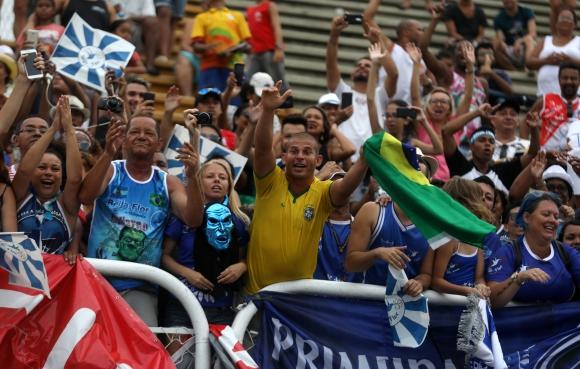 Fans de la escuela de samba Beija-flor festejan el resultado. Foto: Reuters
