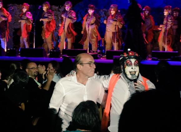 Daniel Martínez con el imitador de Curtidores de Hongos. Foto: Ana de Brito