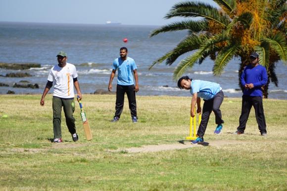 Campo. En el césped de la rambla de Punta Carretas los indios hallaron el terreno ideal para la práctica del juego. Foto: El País