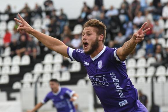 Germán Rivero gritando el gol de Defensor. Foto: Francisco Flores