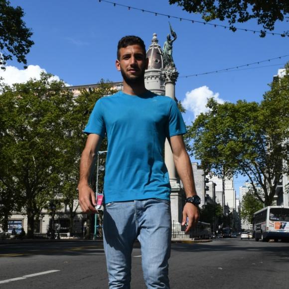 """Montevideo. Razine en 18 de Julio. """"Uruguay es un país muy lindo, lme gusta su comida"""". Foto: Ariel Colmegna"""