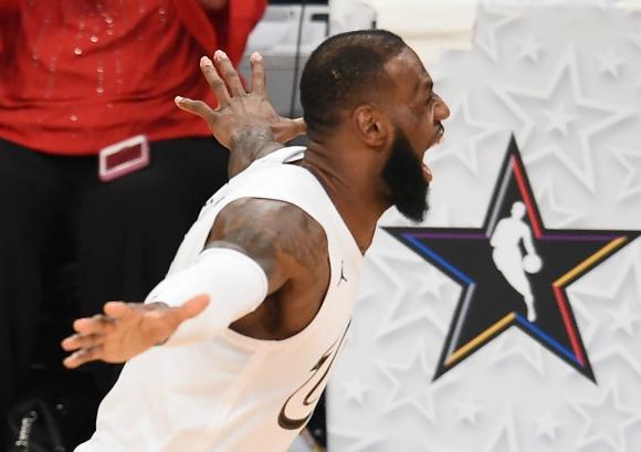 LeBron James festejando el triunfo en el Juego de Estrellas