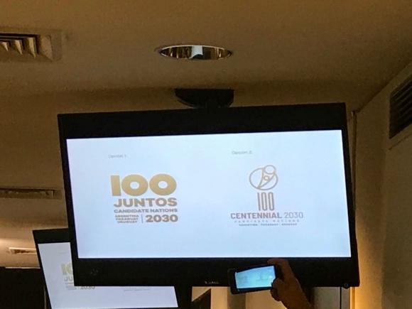 Las dos propuestas de logo a evaluar por la comisión para la postulación al Mundial 2030. Foto: @SCpresidenciauy.