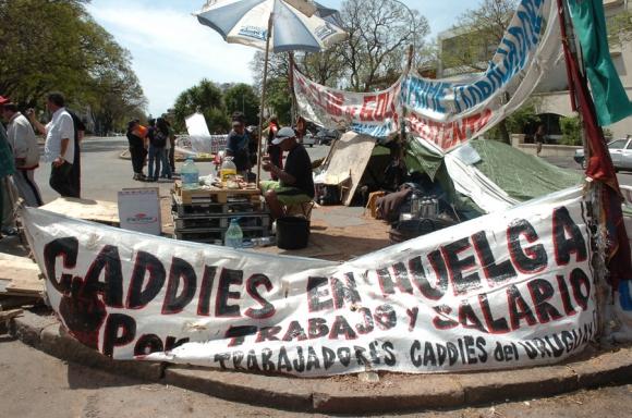 En 2008, los caddies hicieron huelga en varios clubes. Foto: Archivo El País