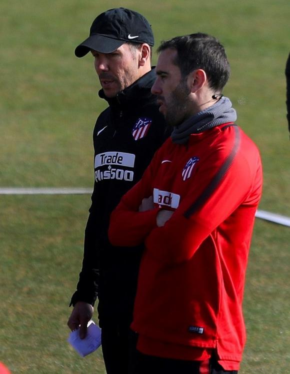 Diego Simeone y Diego Godín en el entrenamiento del Atlético. Foto: EFE