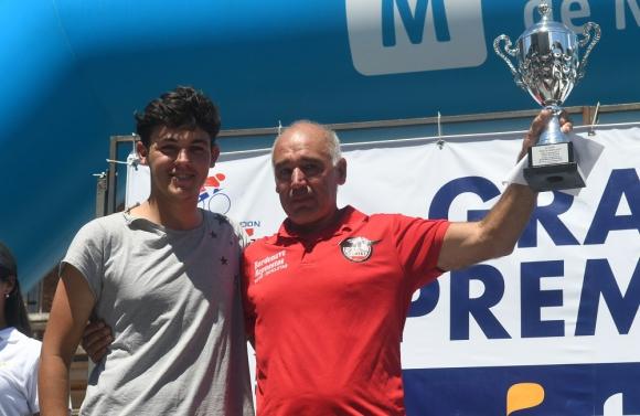 Organizador. El presidente del Club Ciclista Fénix tuvo su reconocimiento el domingo. Foto: Francisco Flores