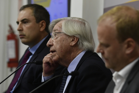 La cúpula de Economía anunció ayer en conferencia de prensa un paquete de estímulos. Foto: Fernando Ponzetto
