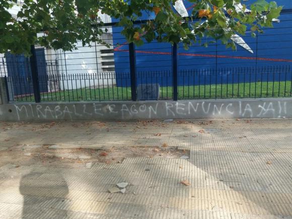La pintada en la sede de Nacional contra Wilson Miraballes, encargado de seguridad. Foto: pillolarrea