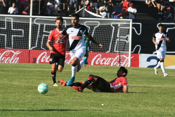 Danubio vs. River Plate en Jardines del Hipódromo. Foto: Ariel Colmegna.