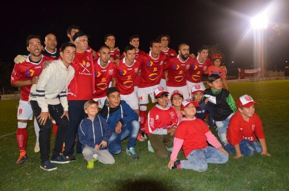 Rojos. Durazno va por una nueva copa en la Confederación del Sur, la número 19. Foto: Victor Rodríguez