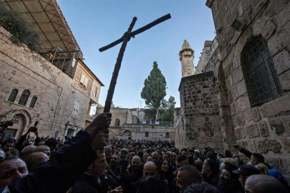 Luego de tres días de tensiones, reabre el Santo Sepulcro. Foto: EFE