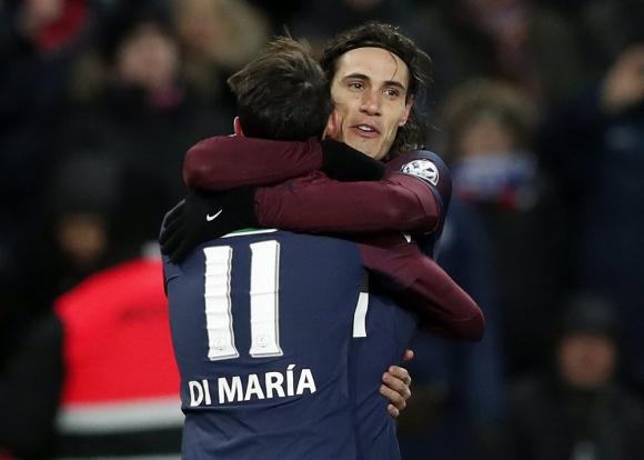 El abrazo entre los autores de los goles. Foto: EFE
