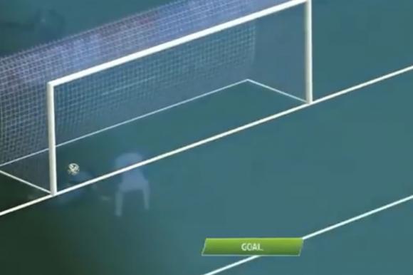 En 2014 los árbitros podían saber si la pelota había o no entrado: aquí la jugada que terminó con el gol de Benzema en Francia-Honduras. Foto: La Nación / GDA