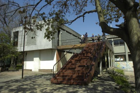 El Bauzá, que tiene 2.400 alumnos, posterga cursos. Foto: Archivo El País