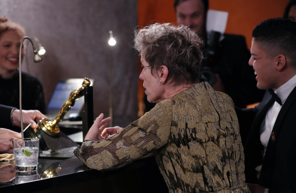 Frances McDormand y Pedro McDormand Coen esperan que le graben el nombre a la estatuilla de la Mejor Actriz. Foto: Reuters