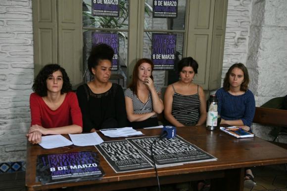 Coordinadora de Feminismos en conferencia de prensa. Foto: Ariel Colmegna.