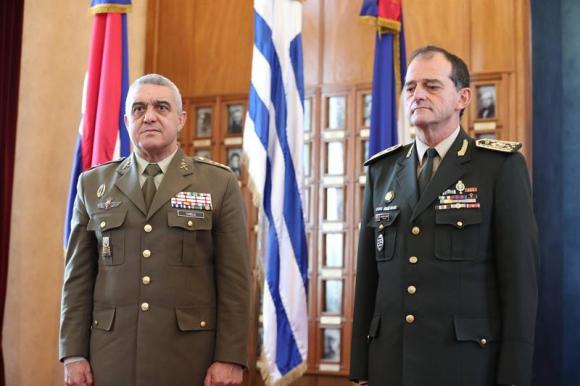 Guido Manini Ríos y Javier Varela Salas. Foto: EFE