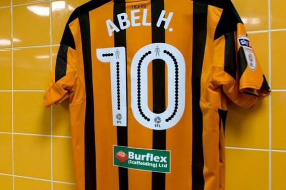 Hull City informaba en sus redes sociales la vuelta de Abel Hernández con gran expectativa. Foto: @HullCity
