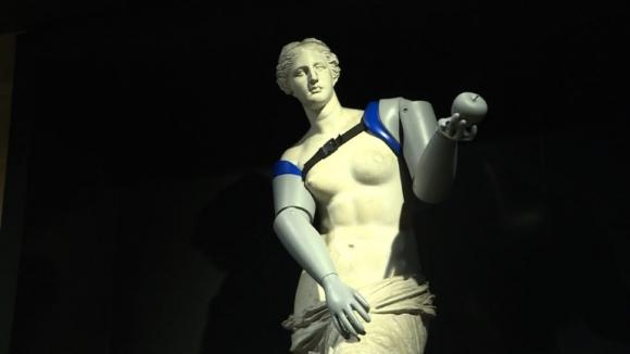 """La Venus de Milo recibe """"brazos"""" en París gracias a impresora 3D"""