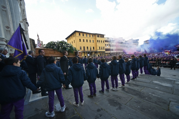 El sepelio de Davide Astori reunió a miles de hinchas de la Fiorentina