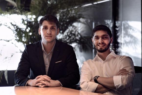 Impulsores. Nicolás Ovalle y Bruno Petcho son los creadores de Spotlike. Foto: Gentileza Spotlike.