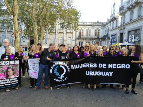 Mujeres de Negro en el Día Internacional de la Mujer. Foto: Silvana Nicola