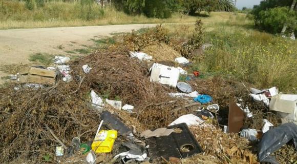 Basura y desechos se amontonan en varios predios de Canelones. Foto: Reclamos Canelones