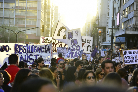 Marcha en 18 de Julio por el Día Internacional de la Mujer. Foto: Darwin Borrelli