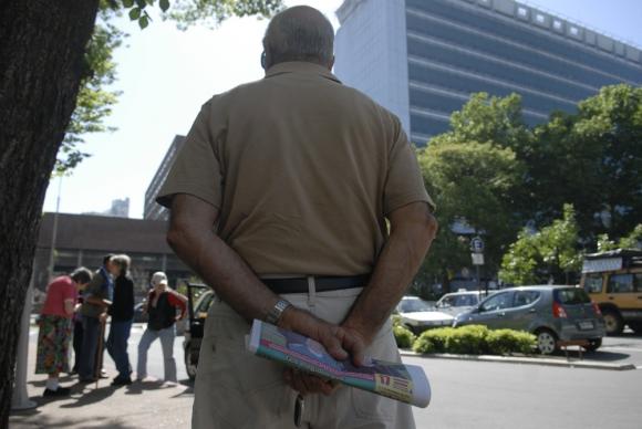 Jubilados: para apoyar la pasividad a veces se sacan rentas vitalicias en el BSE. Foto: archivo El País