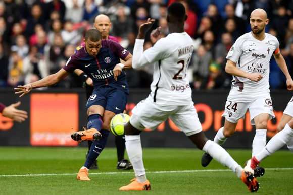 PSG volvió a la rutina y goleó a Metz en París