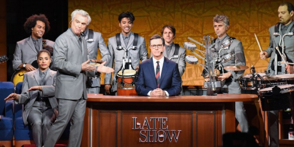 David Byrne en Late Show with Stephen Colbert