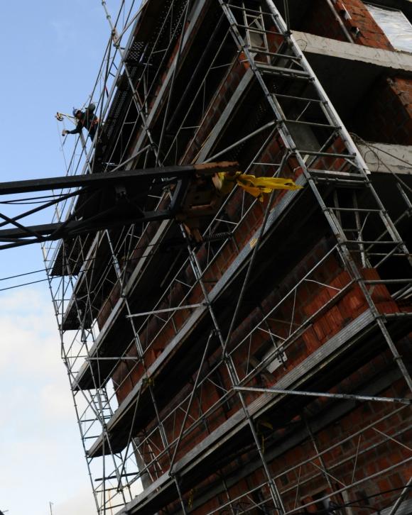 Subsidio.: la construcción de vivienda popular deberá recibir financiamineto del Estado. Foto: archivo El País