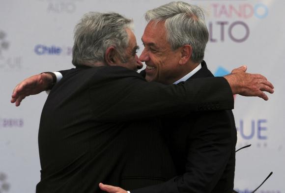 Cambio: Cuando Piñera asumió el primer gobierno, Mujica asistió. Foto: AFP