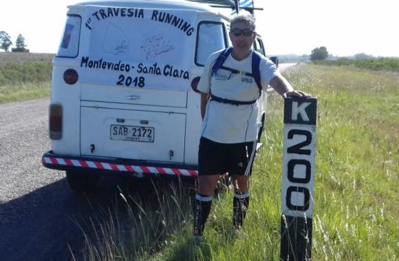 Ayuda: Realán fue acompañado todo el camino por una combi. Foto: Jorge Realán