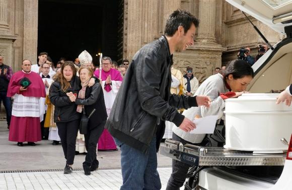 Los restos del niño Gabriel Cruz fueron velados ayer en la Catedral  de la Encarnación de Almería. Foto. EFE