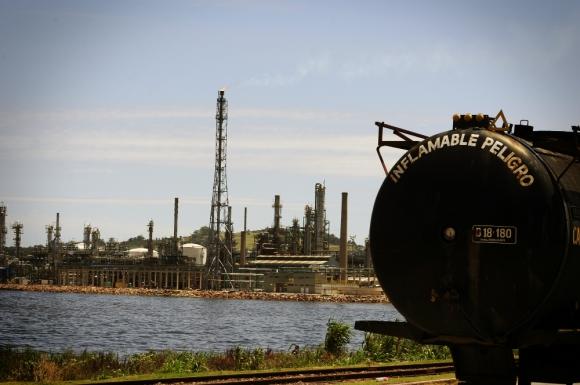 La Teja: Ancap vendió petróleo durante 7 meses a Petroecuador. Foto: F. Ponzetto