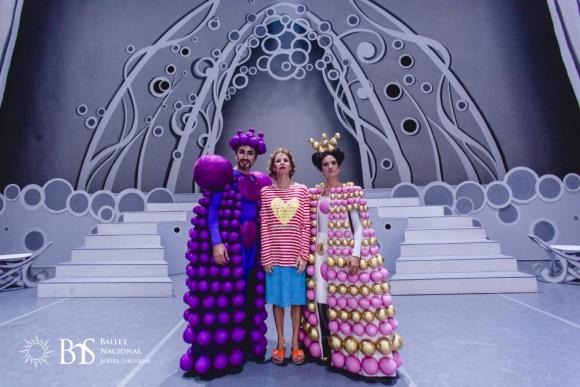 Agatha Ruiz de la Prada junto a los reyes de La Bella Durmiente