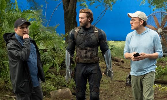"""Los directores Joe y Anthony Russo en el set de """"Avengers: Infinity War"""". Foto: Marvel Studios"""