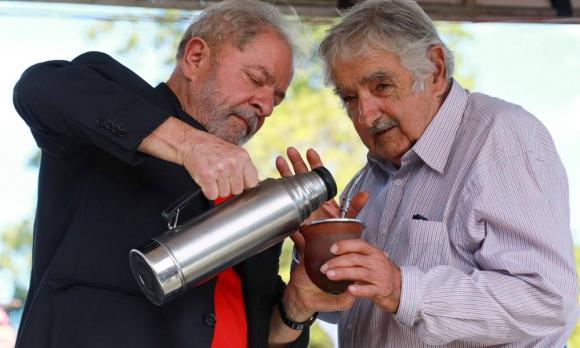 Resultado de imagen para mujica visita a lula en la carcel
