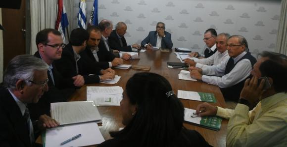 Mesa de trabajo con Enzo Benech, ministro de Ganadería. Foto: Francisco Flores