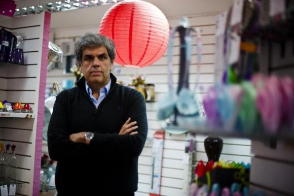 """González. """"Somos la única tienda que va a vender alimentos, artículos de limpieza, de tocados, entre otros, con este plan de pagos"""", dijo. (Fernando Ponzetto)"""