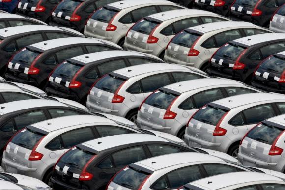qué impuestos pagan los autos y cómo inciden en el precio