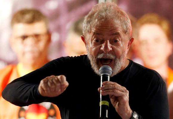 Lula cierra su acto de campaña en Curitiba. Foto: Reuters
